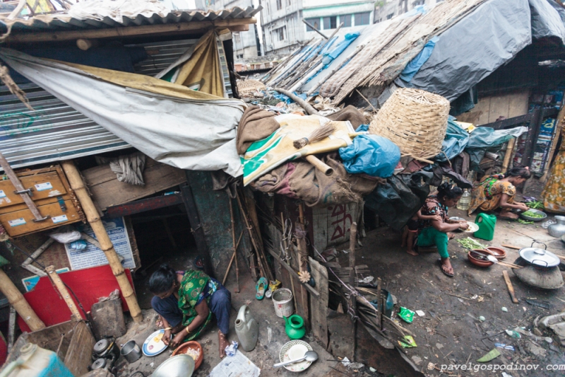 Slum dwellings at Karwan slum, Dhaka, Bangladesh, Indian Sub-Continent, Asia