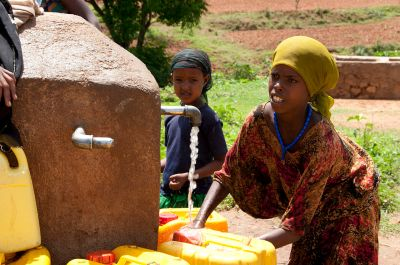 1280px-Local_Girls_in_Babile_Ethiopia_2012
